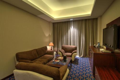Ramee Guestline Hotel room photos
