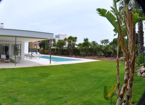 Luxury Beach House photo 24