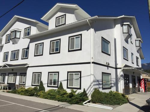 Invermere Hostel - Accommodation - Invermere