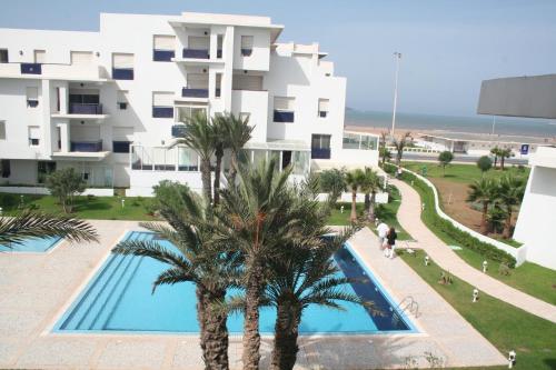 . Pool and Sea View Beach Apartment