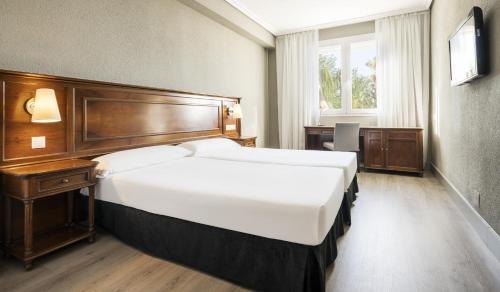 Photo - Hotel Ilunion Las Lomas