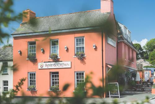 Rose & Crown, Market Street, Yealmpton, Plymouth, PL8 2EB, England.