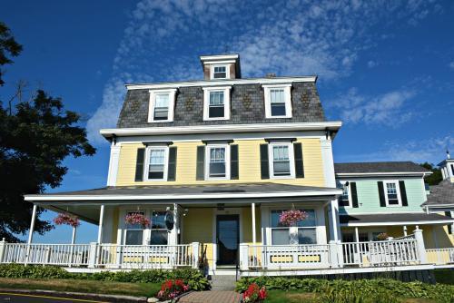 Harbor House Inn - Boothbay Harbor, ME 04538