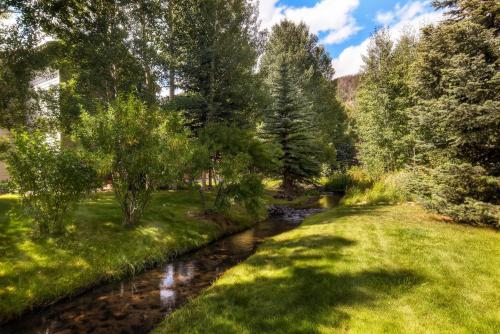 Four-Bedroom Family Friendly House with Chef's Kitchen - Frisco, CO 80443