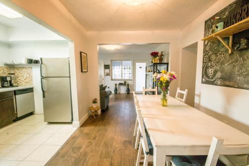 Casa Navagio - Miami, FL 33145