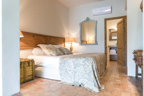 Superior Double or Twin Room with Garden View Can Bassa 9