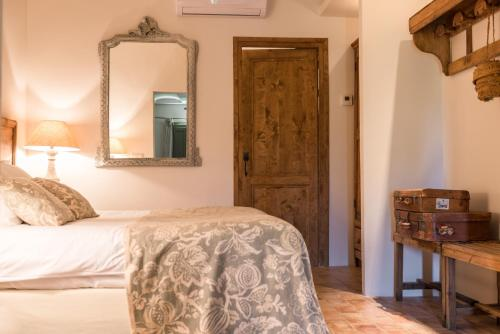 Superior Double or Twin Room with Garden View Can Bassa 10