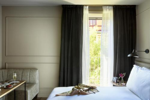 Deluxe Double Room TÓTEM Madrid, a Small Luxury Hotel of the World 20