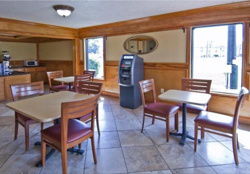 Americas Best Value Inn & Suites Pensacola - Pensacola, FL 32505