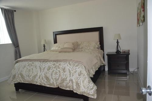 Hollywood Apartment By The Sea - Hollywood, FL 33019