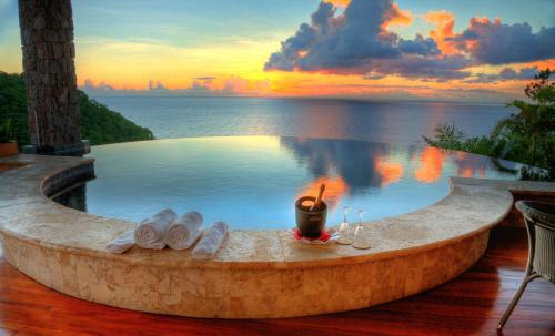 Sun Infinity Pool Sanctuary