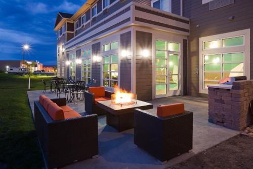 . GrandStay Hotel & Suites Valley City