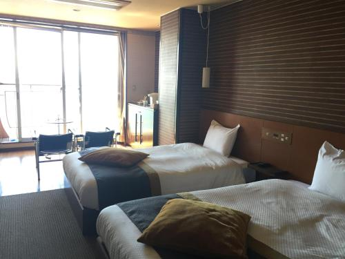 Deluxe Twin Room with Private Bathroom and Sea View