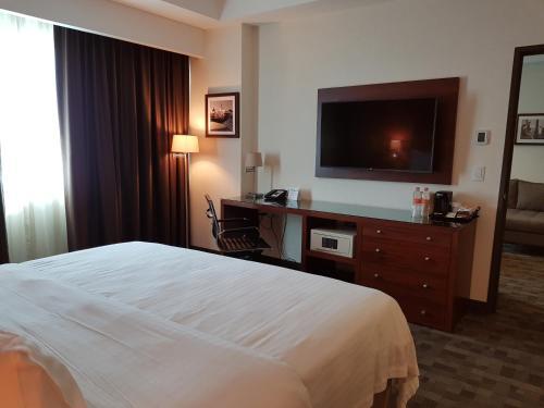 Holiday Inn and Suites Plaza Mayor, León
