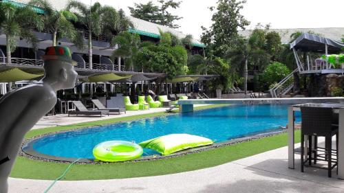 Momento Resort