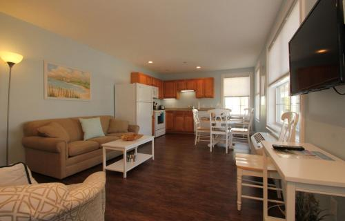 Atlantic Ocean Suites - Old Orchard Beach, ME 04064