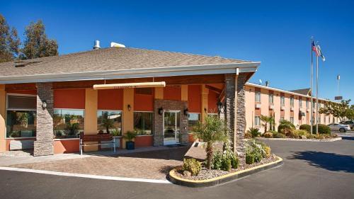 Best Western Plus Corning Inn - Corning, CA 96021