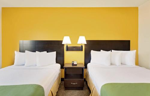 2 Double Beds Business Room Non-Smoking