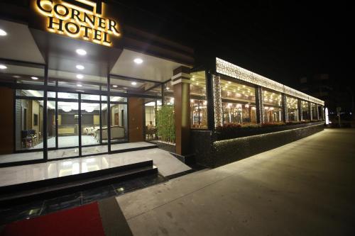 The Corner Hotel, Sincan