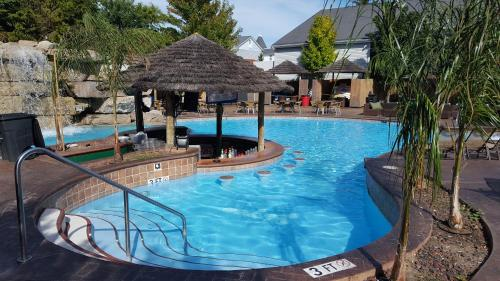 Commodore Resort