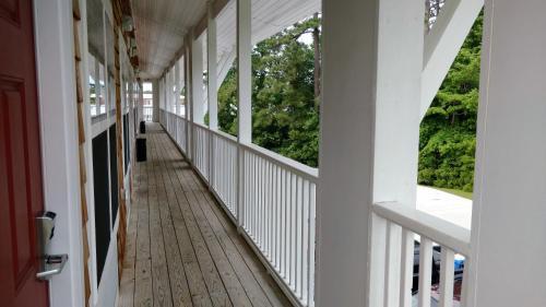 Topsail Shores Inn