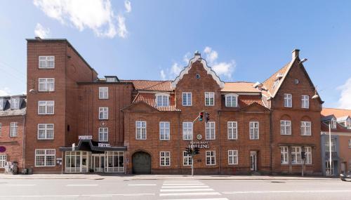 Helnan Phønix , Pension in Aalborg
