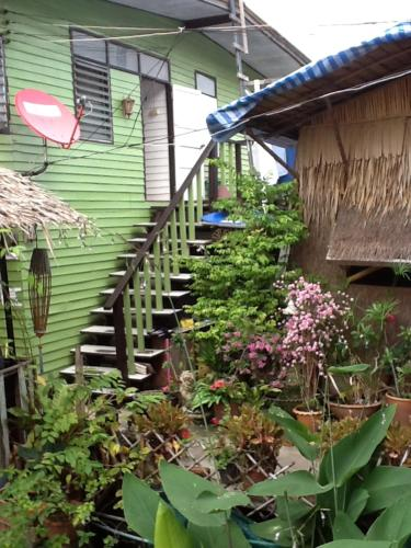 New Phiman Riverview Guesthouse photo 10