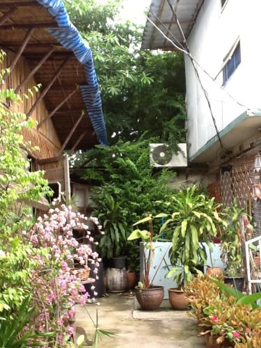 New Phiman Riverview Guesthouse photo 12