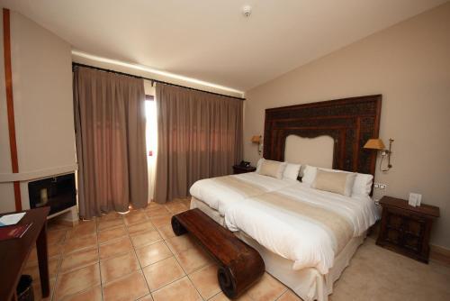 Superior Double or Twin Room - single occupancy Hotel Château Viñasoro 8
