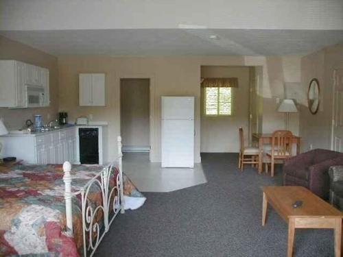 Attitash Motel - Bartlett, NH 03812