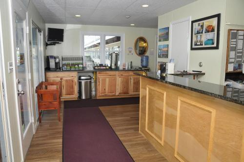 Friendship Oceanfront Suites - Old Orchard Beach, ME 04064