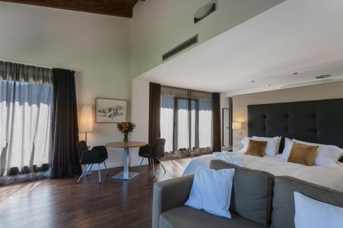 Luxury Suite with Spa Bath Bonansa Country Hotel 25