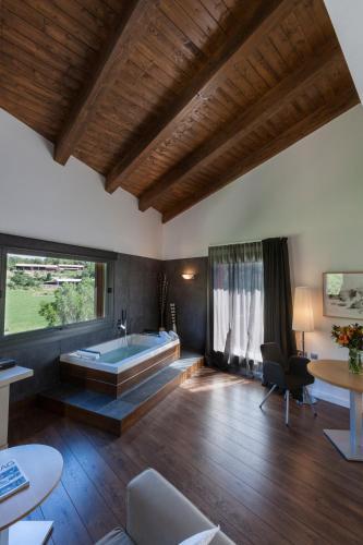 Luxury Suite with Spa Bath Bonansa Country Hotel 16