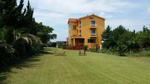 Jun House
