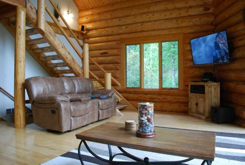 Astrid Cabin Montana - Columbia Falls, MT 59912