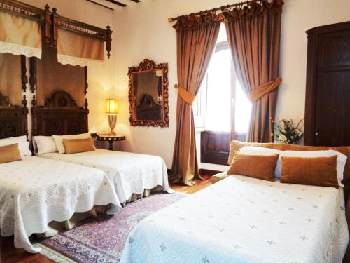 Habitación Doble con cama supletoria  Hotel Boutique Nueve Leyendas 39