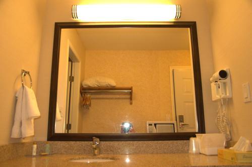 Best Budget Inn & Suites Kamloops - image 3