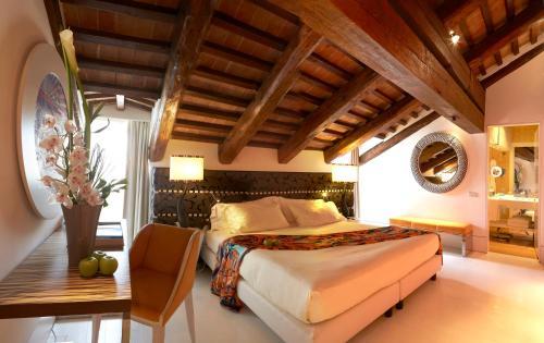 Dorsoduro, 173, Venice, 30123, Italy.