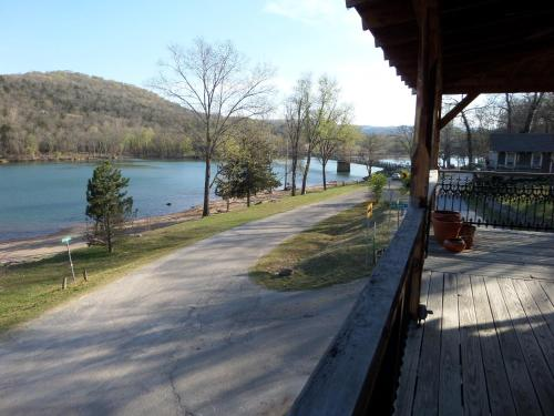 Beaver Town Lodge - Eureka Springs, AR 72631