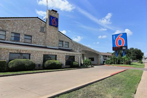 Motel 6 Austin Central - South/University of Texas