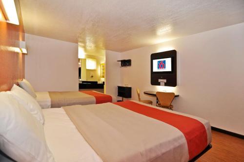 Motel 6 Willows room photos