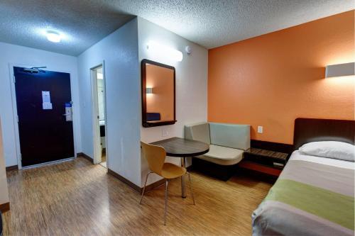 Motel 6-Houston, TX - Hobby - image 7
