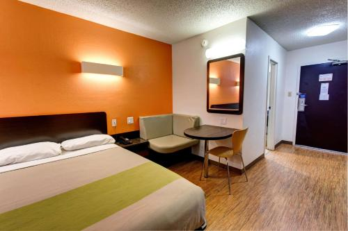 Motel 6-Houston, TX - Hobby - image 3
