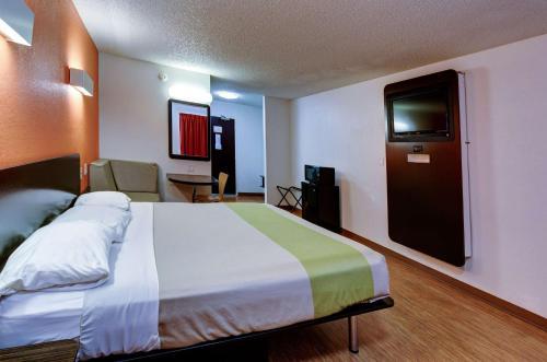 Motel 6-Houston, TX - Hobby - image 4