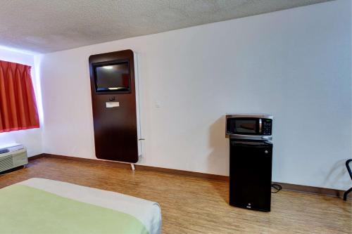 Motel 6-Houston, TX - Hobby - image 5