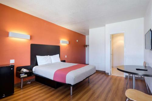 Фото отеля Motel 6 Santa Fe Plaza - Downtown