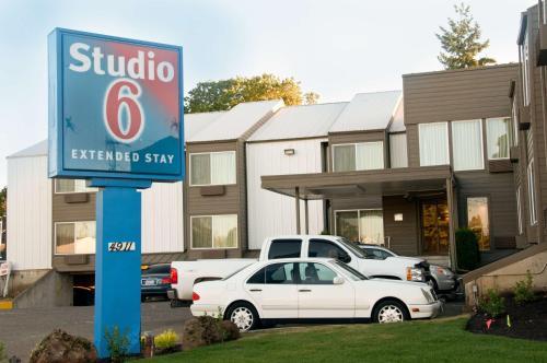Studio 6 Portland OR - Accommodation - Parkrose