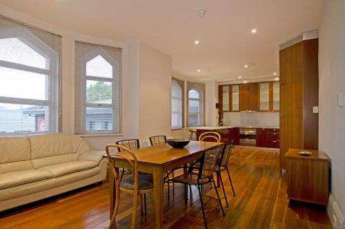 . Roxburgh House Apartments