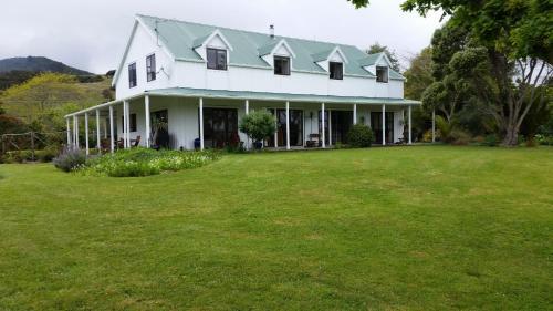 Jacaranda Lodge - Accommodation - Coromandel Town