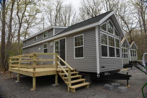 Scotrun Camping Resort Loft Park Model 12